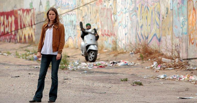 Stéphane Caillard als Julia Taro in Marseille - Staffel 1
