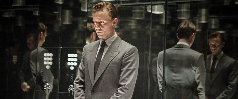 Tom Hiddleston in einem Fahrstuhl in High-Rise
