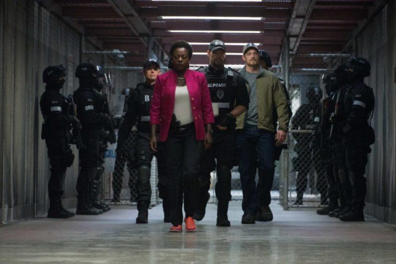 Amanda Waller (Viola Davis) ist in Suicide Squad mit einer Spezialeinheit unterwegs.