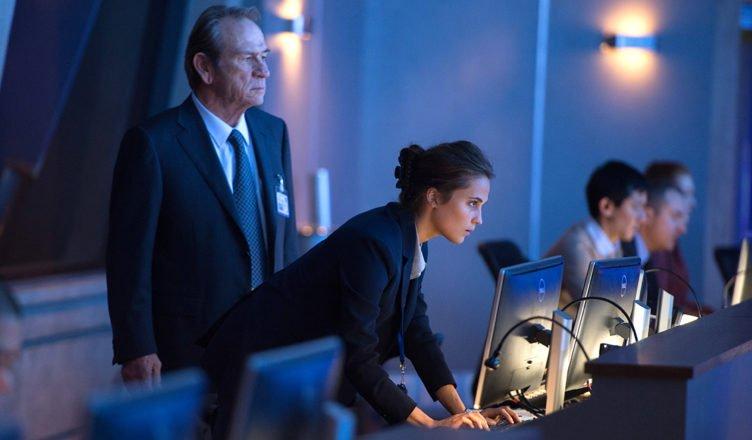 Tommy Lee Jones und Alicia Vikander in Jason Bourne 2016 – Filmkritik von 4001Reviews