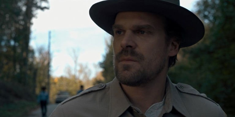 Jim Hopper (David Harbour) als Polizist in Stranger Things