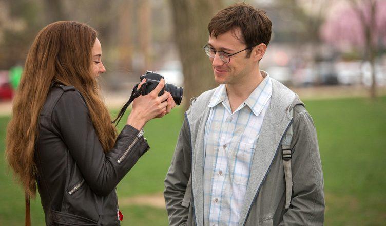 Shailene Woodley und Joseph Gordon Levitt im Snowden-Film machen Fotos
