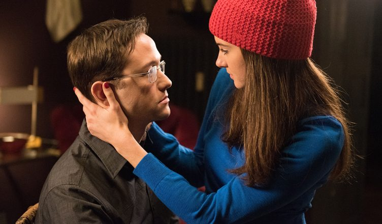 Shailene Woodley und Joseph Gordon Levitt in Snowden Arm in Arm