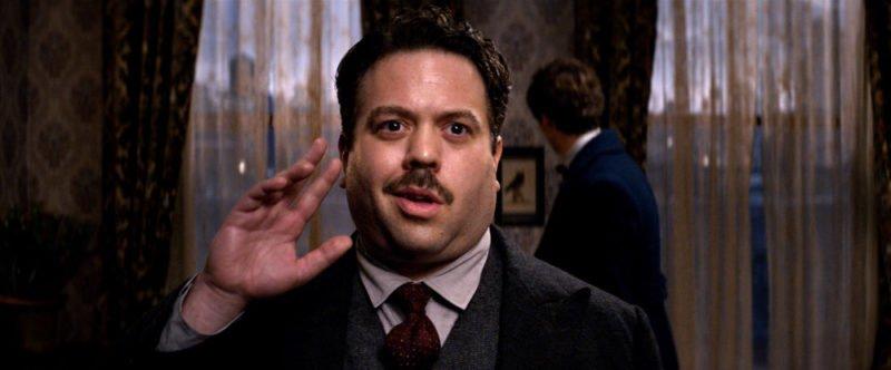 Dan Fogler als Jacob Kowalski flirtet mit Queenie Goldstein