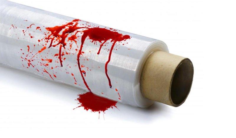 Eine blutverschmierte Frischhaltefolie