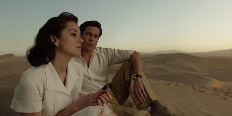 Brad Pitt und Marion Cotillard unterhalten sich in einer Wüste
