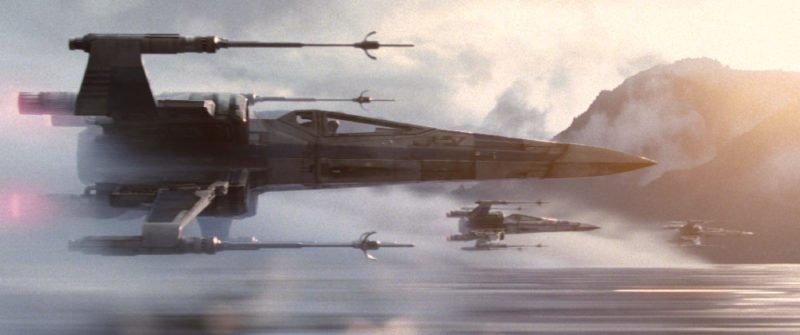 Eine Staffel X-Wing Fightern fliegt einen Einsatz