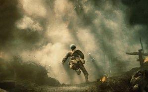 Sanitäter Doss rennt über ein Schlachtfeld auf eine Wolke von Rauch und Nebel zu