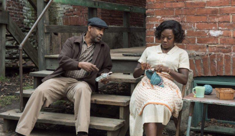 Troy (Denzel Washington) und Rose (Viola Davis) reden vor dem Haus.