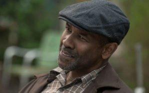 Denzel Washington als Familienvater Troy Maxson, der im Vorgarten sitzt.