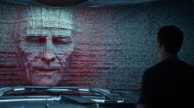 Zordons Kopf (Bryan Cranston) ist in der animierten Wand zu sehen.