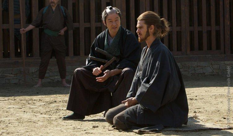 Der Dolmetscher des Samurais (Tadanobu Asano, links) und Pater Rodrigues (Andrew Garfield, rechts) in Silence
