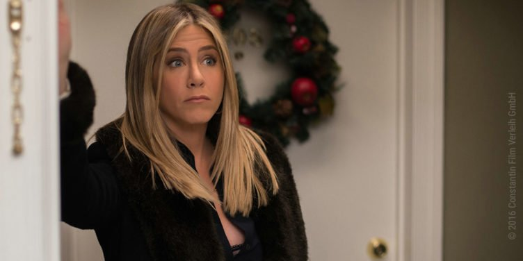 Jennifer Aniston schaut als Carol verdutzt in Office Christmas Party