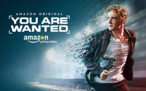 Matthias Schweighöfer rennt als Lukas Franke auf dem Hauptplakat der der ersten Staffel der Serie You Are Wanted während sein Körper sich in einzelne digitale Pixel auflöst