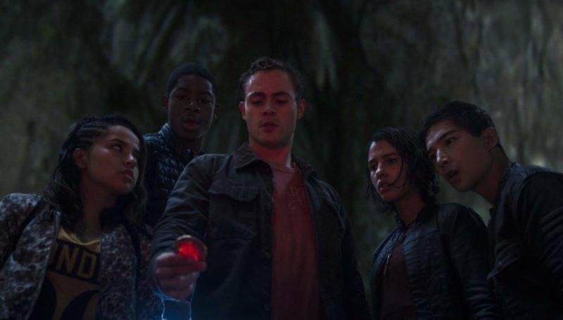 Fünf Teenager entdecken eine rote Münze