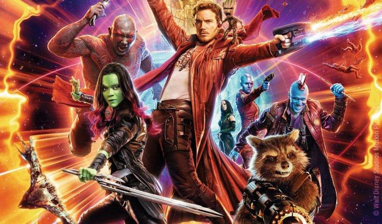 Das Team der Guardians kämpft sich auf dem Filmplakat durch ein buntes Universum