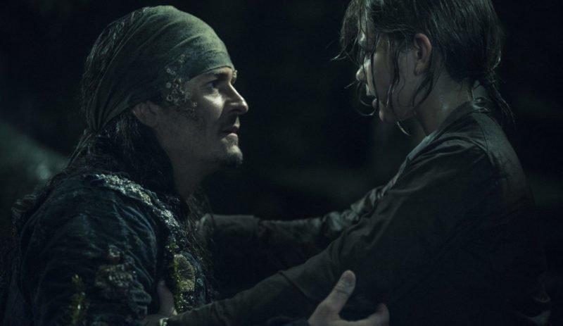 Will Turner (Orlando Bloom, links) mit seinem Sohn Henry (Lewis McGowan)
