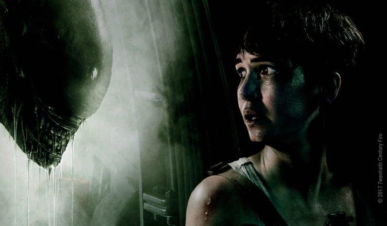 Katherine Waterstone als Daniels schaut zu einem Alien in Alien Covenant