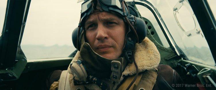 Tom Hardy sitzt als Ferrier in einer Spitfire in Dunkirk
