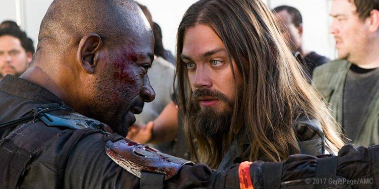 Morgan und Jesus streiten sich in Folge 2 Die Verdammten von The Wlaking Dead Staffel 8
