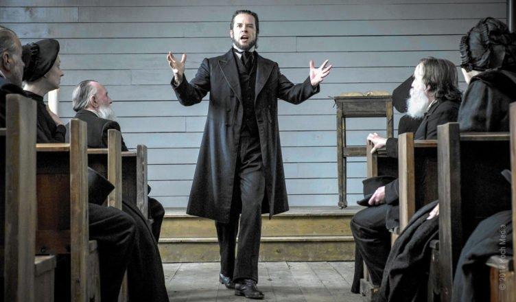 Guy Pearce predigt als Reverand von den Quallen der Hölle in Brimstone