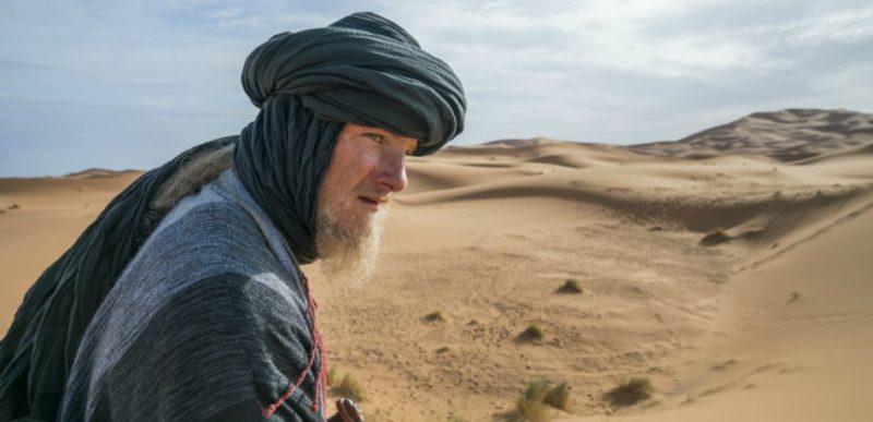 Björn mit Turban in der Sahara in einem Szenenbild für Kritik Vikings Staffel 5 Folge 5 Der Gefangene