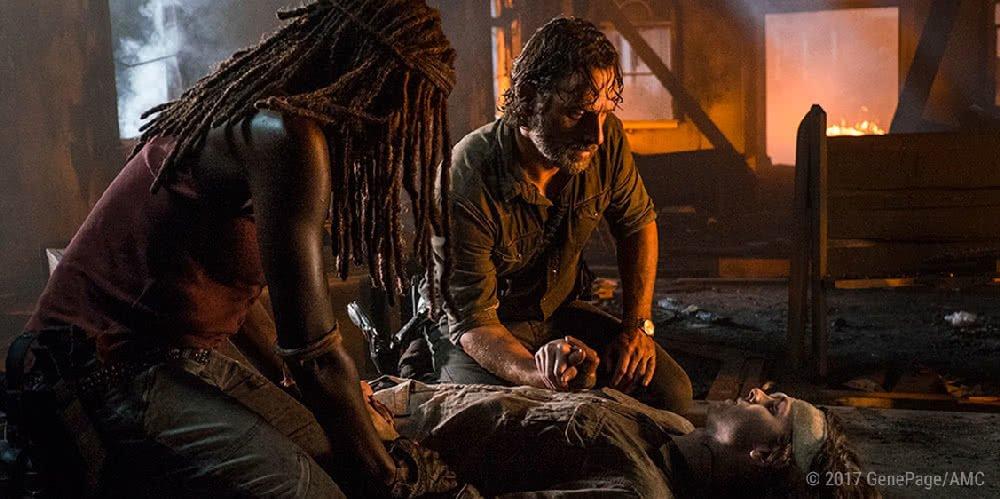 Michonne und Rick nehmen Abschied von Carl in Folge 9 Ehre von The Walking Dead Staffel 8
