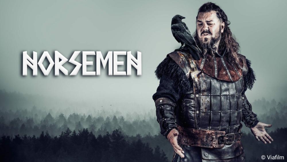 Poster für Kritik Norsemen Staffel 1 mit einem Wikinger und einem Raben auf seiner Schulter