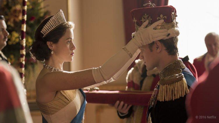 Claire Foy als Queen Elizabeth II und Prinz Philip als Königspaar in The Crown Staffel 1