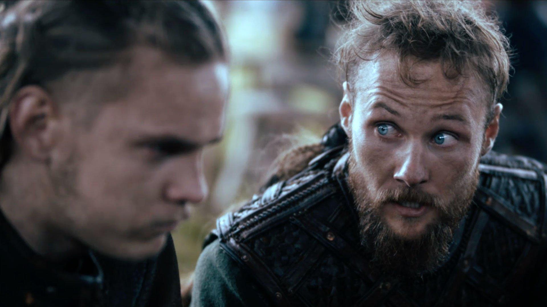 Marco Ilsø und Jordan Patrick Smith als Hvitserk und Ubbe in einem Szenenbild für Kritik Vikings Staffel 5 Teil 1 Folge 8 Der Witz