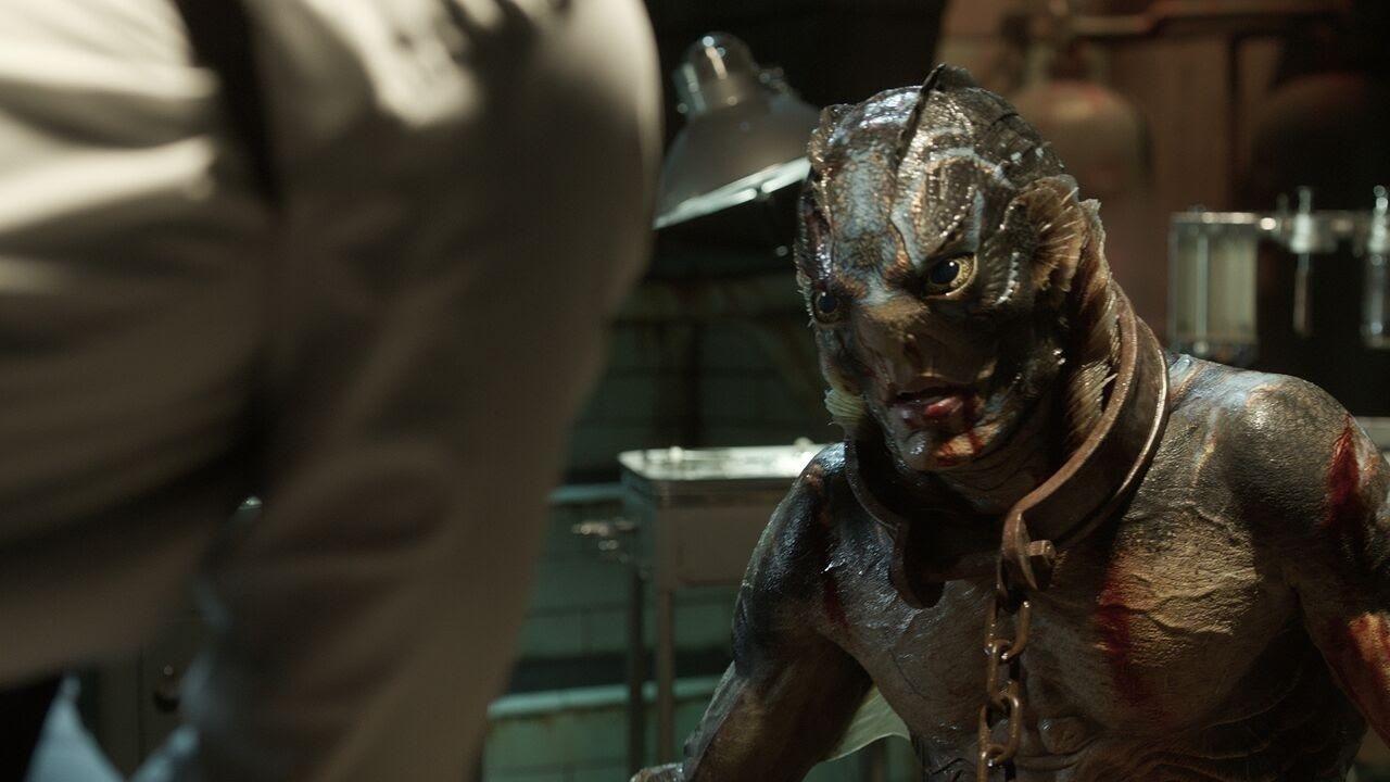 Doug Jones als Wasserwesen in einem Szenenbild für Kritik Shape of Water – Das Flüstern des Wassers