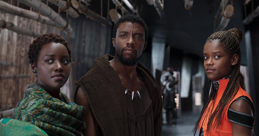 Lupita Nyong'o , Chadwick Boseman und Letitia Wright in Szenenbild für Kritik Black Panther