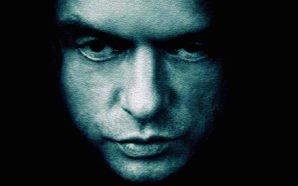 Titelbild für Kritik The Room mit Tommy Wiseau in Schwarz Weiß
