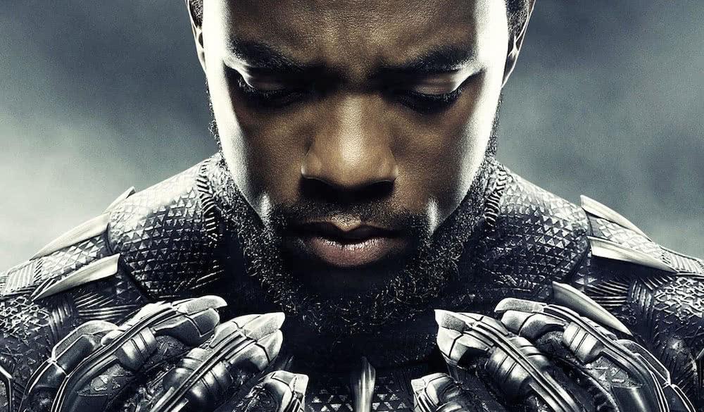 Titelbild für Kritik Black Panther mit Chadwick Boseman als Black Panther