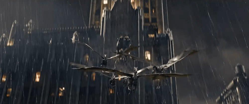 Thestrale ziehen eine fliegende Kutsche  in einem Szenenbild für Phantastische Tierwesen Grindelwalds Verbrechen Traileranalyse
