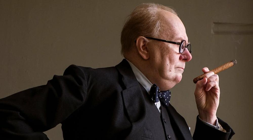 Gary Oldman als Winston Churchill in Die Dunkelste Stunde Kritik