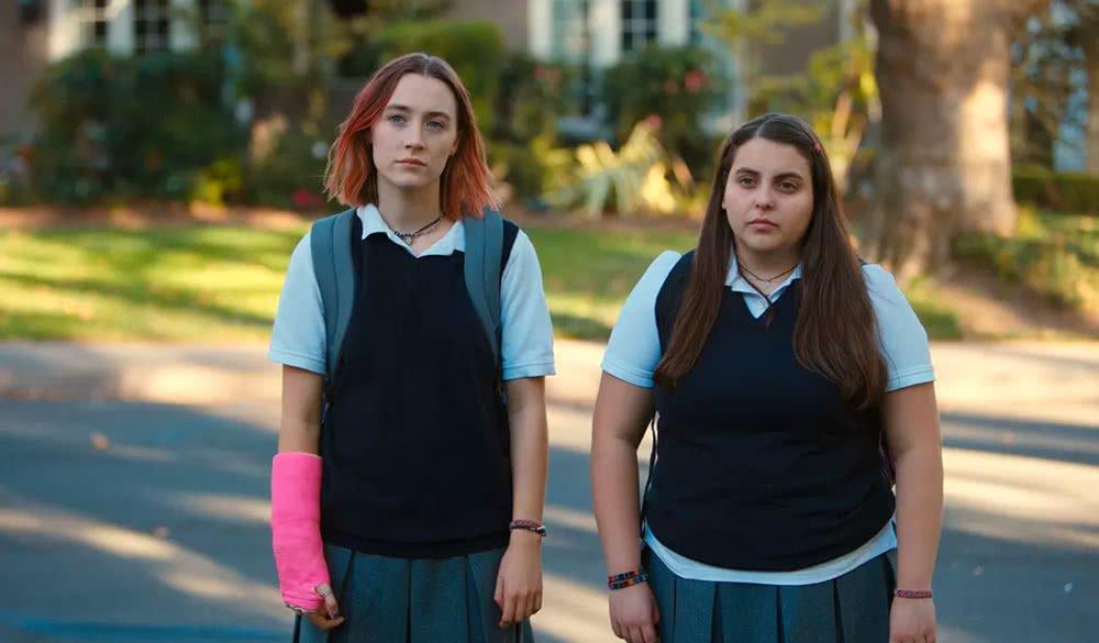 Saoirse Ronan mit Beanie Feldstein in Lady Bird