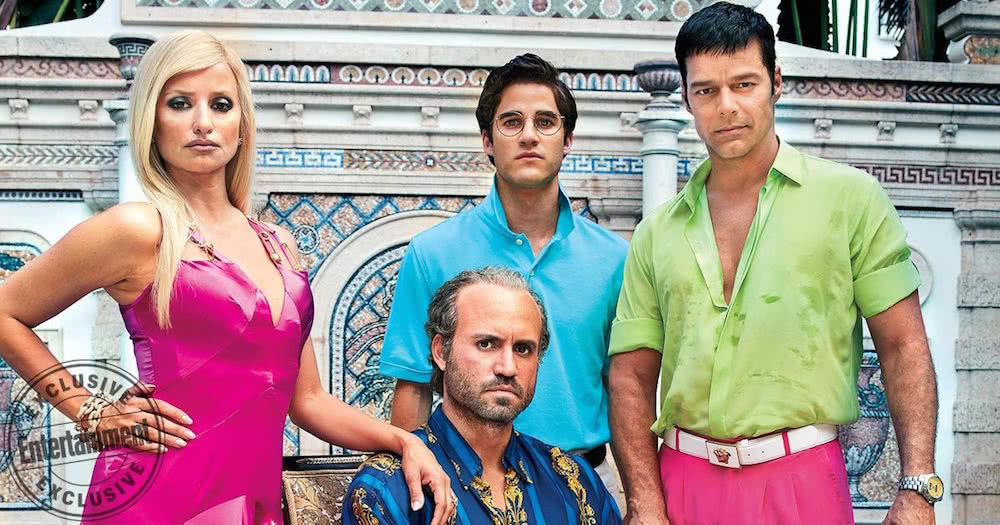 Penélope Cruz als Donatella Versace, Edgar Ramirez als Gianni Versace, Ricky Martin als Antonio D'Amico und Darren Criss als Andrew Cunanan in einem Szenenbild für Kritik American Crime Story Staffel 2 The Assassination of Gianni Versace