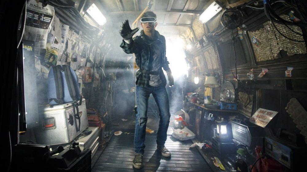 Wade (Tye Sheridan) sieht durch eine VR-Brille