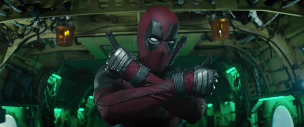 Deadpool (Ryan Reynolds) in Kampfpose in einem Szenenbild für Kritik Deadpool 2.