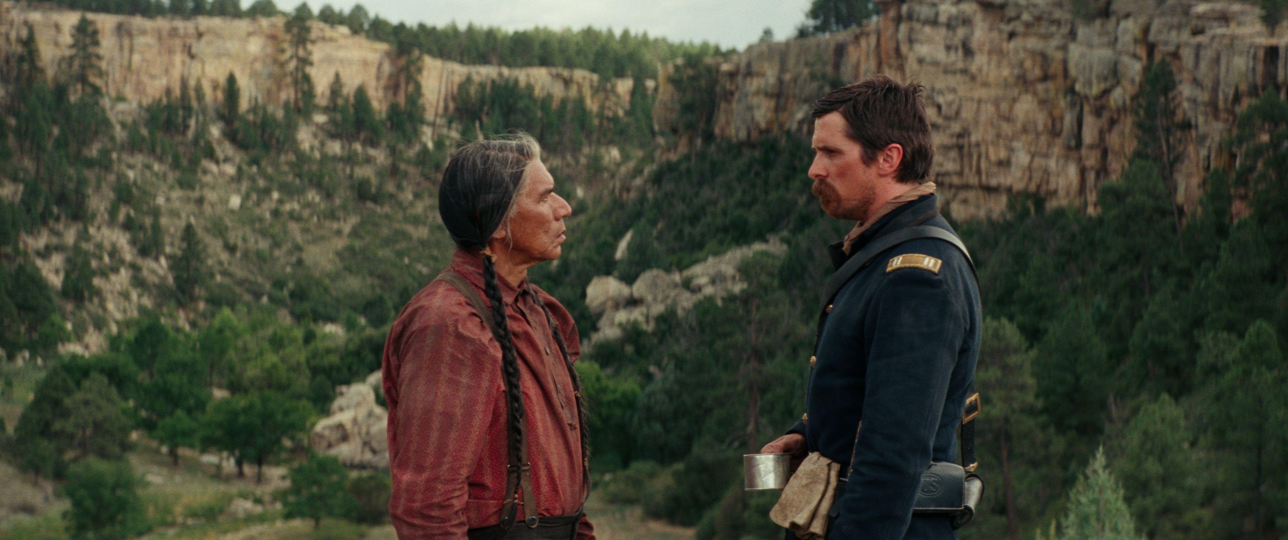 Christian Bale und Wes Studi in Hostiles - Feinde