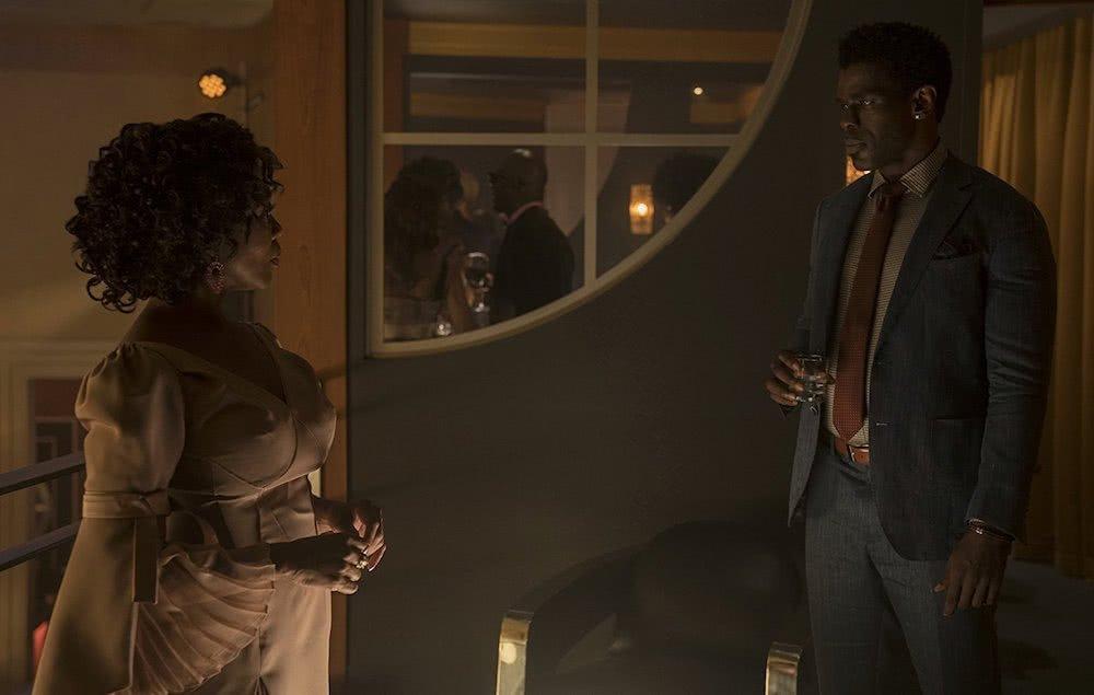 Alfre Woodard und Mustafa Shakir in einem Szenenbild für Kritik Luke Cage Staffel 2