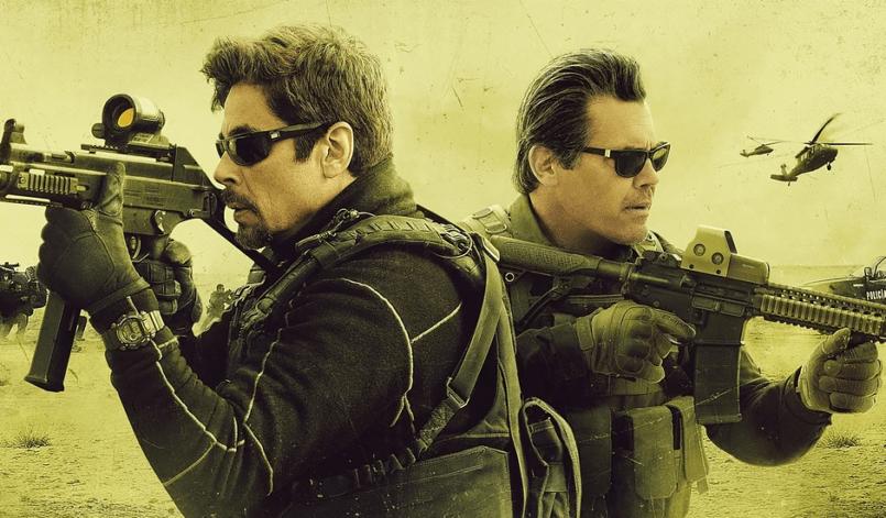Josh Brolin und Benicio del Torro mit Maschinengewehren in Sicario 2