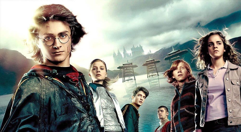 Harry, Ron und Hermine vor der dem großen See von Hogwarts in Harry Potter 4 und der Feuerkelch