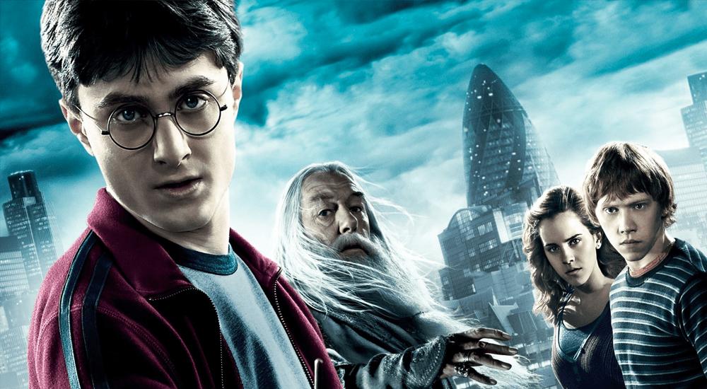 Harry, Dumbledore, Hermine und Ron vor der Londoner Skyline in Harry Potter 6 und der Halbblutprinz