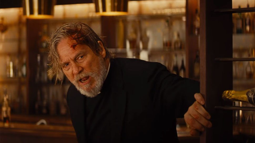 Jeff Bridges mit blutender Stirn in einem Szenenbild für Kritik Bad Times at the El Royale