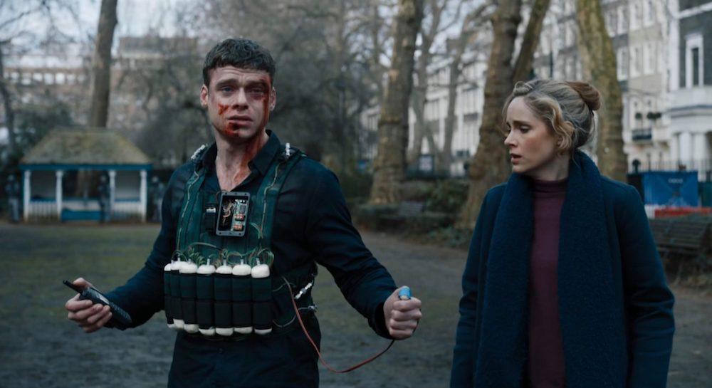 Richard Madden mit einem Sprengstoffgürtel in einem Szenenbild für Kritik Bodyguard Staffel 1