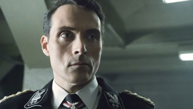 Rufus Sewell als John Smith in einem Szenenbild für Kritik The Man in the High Castle Staffel 3