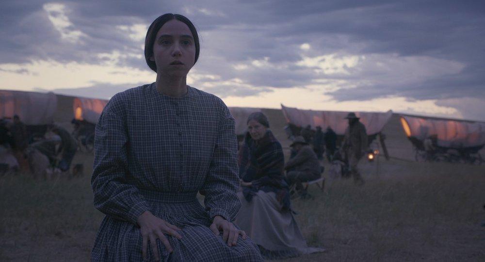 Zoe Kazan auf einem Pferd in einem Szenenbild für Kritik The Ballad of Buster Scruggs Folge 5