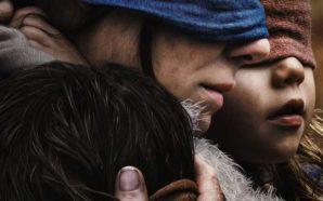 Titelbild Kritik Bird Box mit Sandra Bullock mit verbunden Augen
